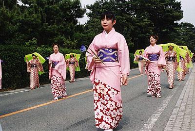 24.female dance performers
