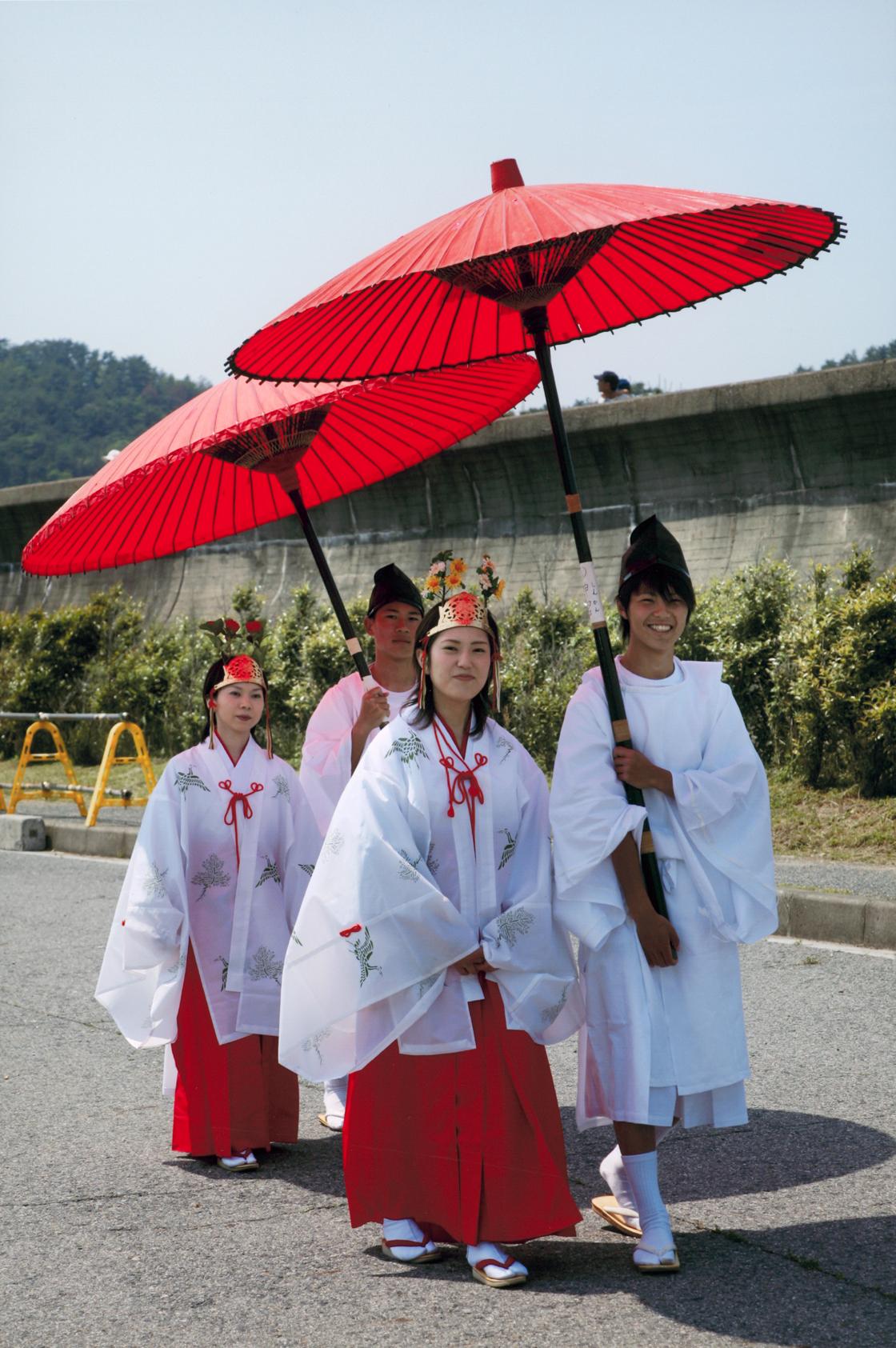 和歌祭の乙女