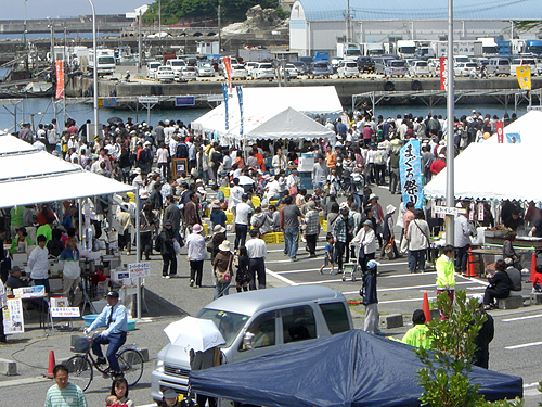 Wakaura fishery harbor morning market